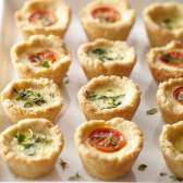3 Міні-тарталетки з сиром, цибулею та помідорами