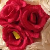 Як зробити троянду з гофрованого паперу: майстер-клас
