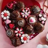 Серце з цукерок до дня святого валентина
